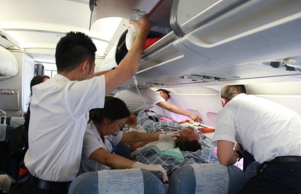 国航拆了9个座椅 只为抢运重病旅客 !