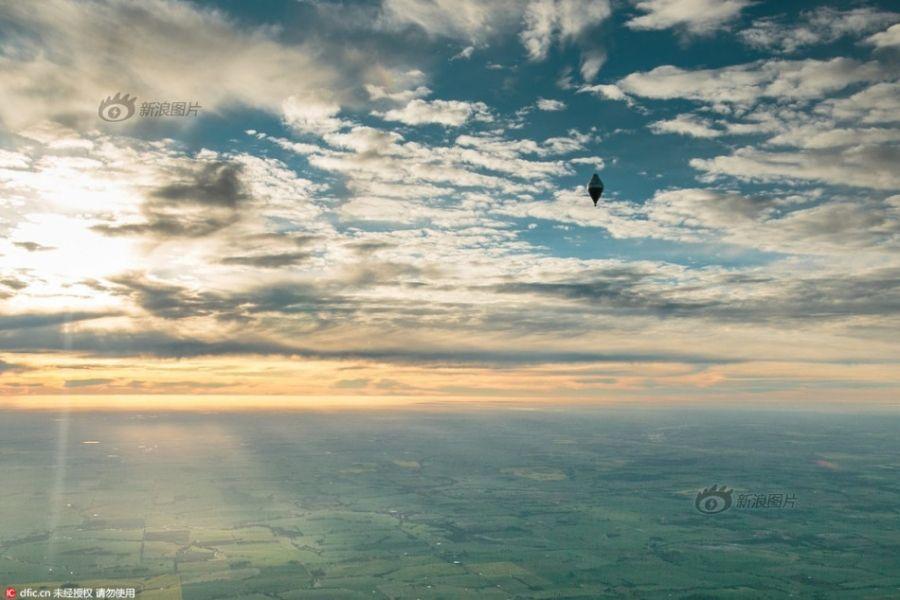 fedor konyukhov乘坐的热气球升空,留下一幅绝美画面.图片