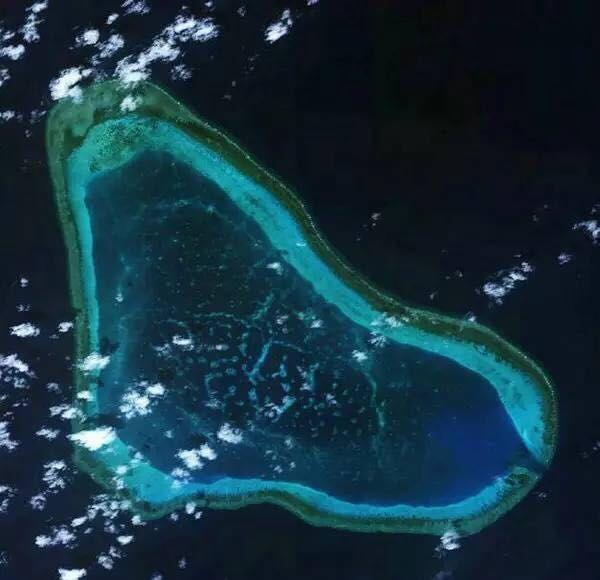 南海诸岛礁的现状,下面是部分南海岛礁的卫星照片