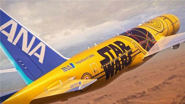 民航资源网2016年7月18日消息:日前全日空航空公布了全新的一款星球大战主题涂装波音777-200飞机,该飞机机身采用机器人C-3PO的形象,机身主体为黄色涂装。 全日空表示,该机计划于2017年3月底开始执飞日本国内航线。 目前全日空运营有三架星球大战涂装的飞机,采用的是R2-D2和BB-8形象。