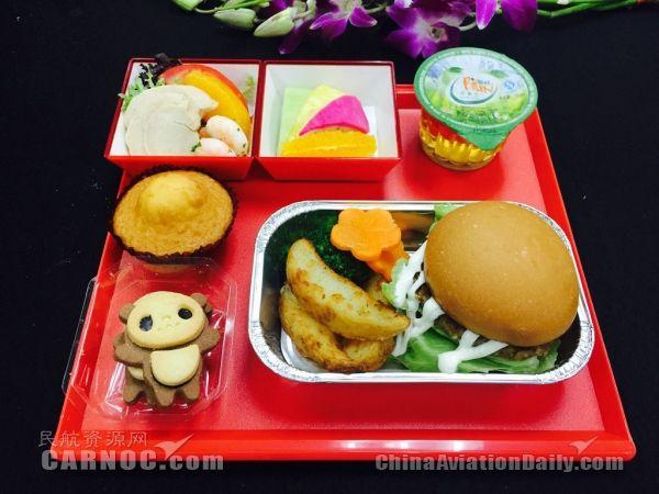 熊猫,小猪等可爱精致的甜品,还有色彩缤纷,造型新颖的的多彩热食,童趣