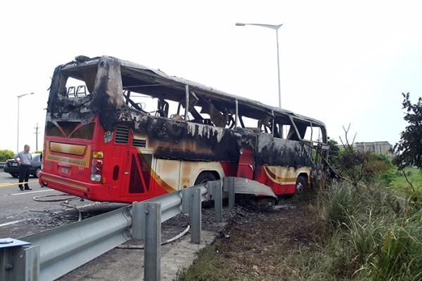 桃园车祸目击者:乘客猛拍窗求救但无人逃出