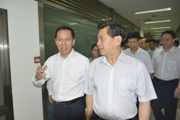 冯正霖赴东航西北运保中心调研 刘绍勇陪同