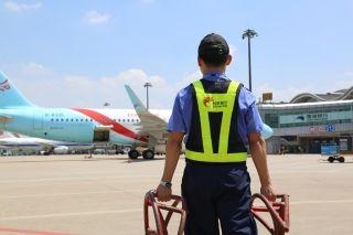 """长龙航空机务:高温""""烤""""验下的民航人"""