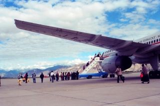 拉萨机场全力保障机坪安全运行