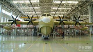 国产全球最大水陆两栖飞机AG600今总装下线!