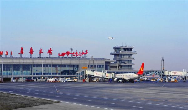 """乌鲁木齐机场""""十一""""累计运送旅客43.7万人次"""