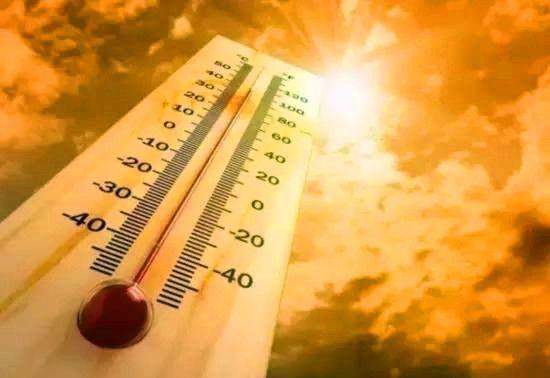 最高225℃!停机坪里的他们快要被热浪烤熟
