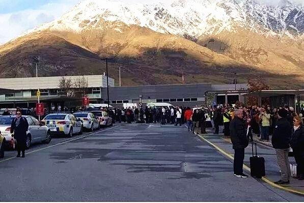 【突发】皇后镇机场受到炸弹威胁 乘客紧急疏散