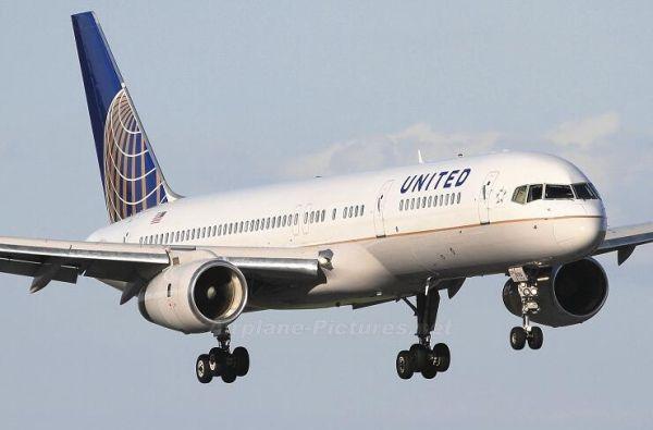 美联航757飞行途中盖板掉落 机身轻度损伤