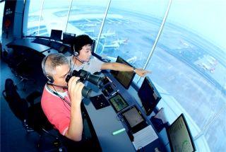 飞行员得听他们的! 他们守望天空、看天吃饭