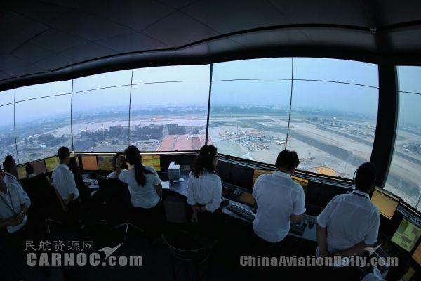雷雨天保障1700班起降 中国最繁忙空管有利器