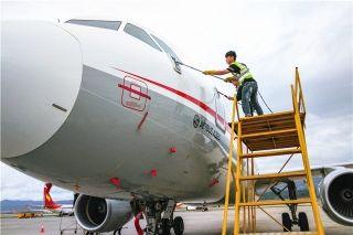 干洗飞机 川航云南机务让飞机随地洗澡