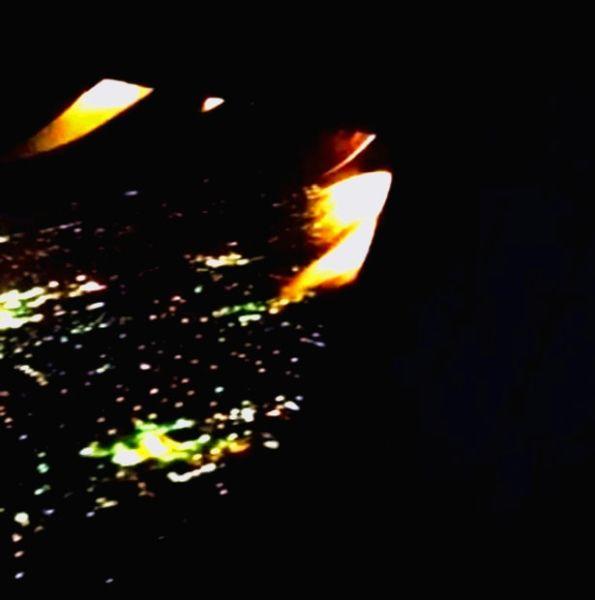 【视频】美航客机飞行途中发动机起火