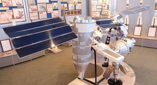 能带WiFi的太阳能无人机首飞成功 可续航50小时