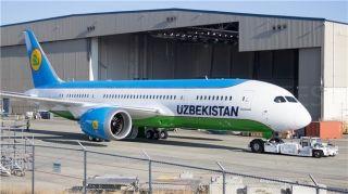 高清:烏茲別克斯坦航空首架787完成噴涂