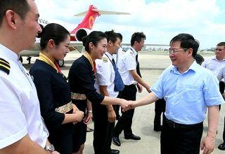 金壮龙看望慰问ARJ21飞机航线飞行机组
