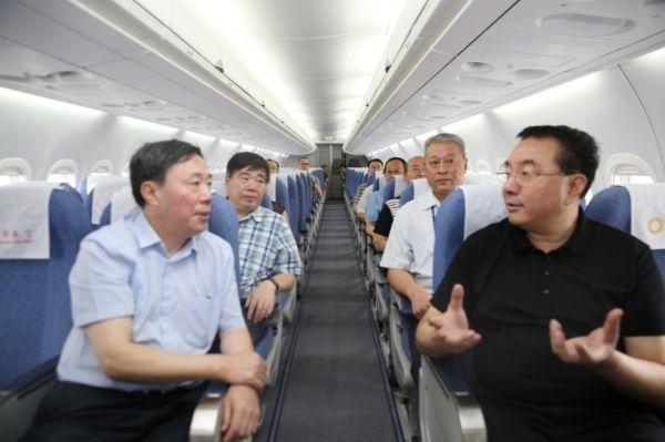 省国资委主任莅临成航 了解ARJ21运行情况