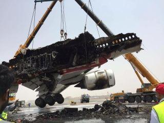 Removal of Emirates Airways B777-300 A6-EMW fuselage & wings in Dubai. Photo by @FlightSimviator