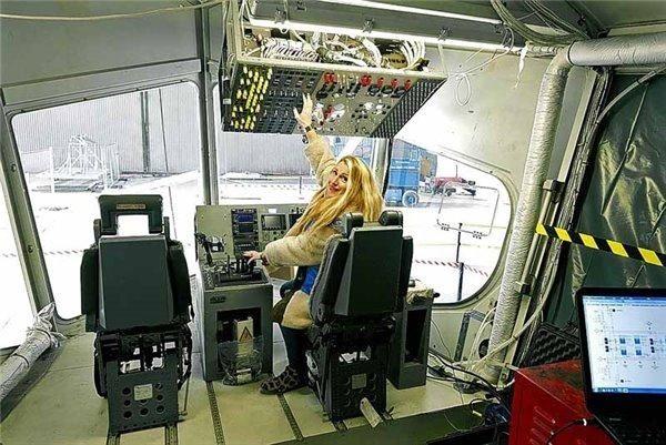 """全球最大飞行器""""屁股""""驾驶舱曝光:仪表复杂"""