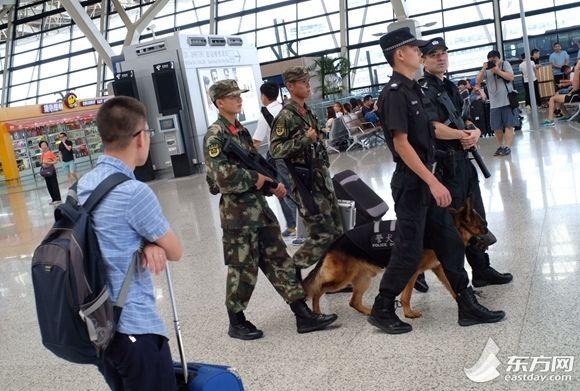 上海两大机场开始实施反恐安全检查