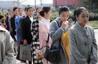 因此空姐成为中国竞争最惨烈的工作岗位,每到招聘时必定是人山人海。