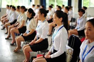不久前台湾的空姐因为飞行补贴少而进行了罢工。