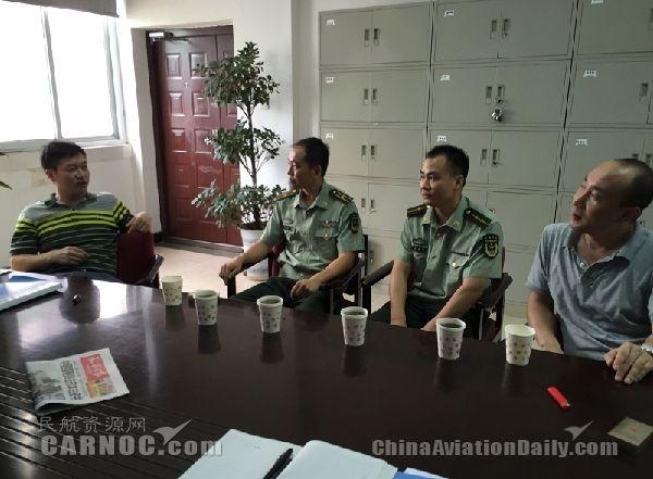 武警湖南总队直升机大队管制员来分局进行业务交流