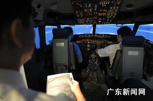中国航空公司抢外籍飞行员 年薪30万美元