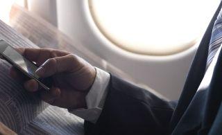 较真:飞机上使用手机会影响飞行安全吗?