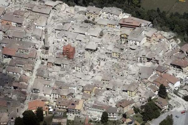 惨!航拍意大利地震灾区 小镇几乎被夷为平地