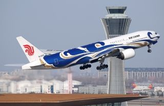 "Air China Boeing 777-200(B-2059) taking off from Beijing Capital Internaitonal Airport/Photo by CARNOC.com user ""123456789guohao"""