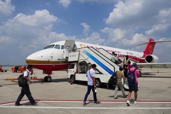 日本人体验中国ARJ21客机:中国造 不可小觑