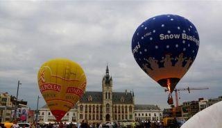 城市中心的热气球节开幕!引群众围观