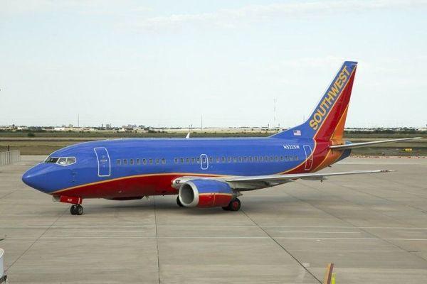 执行达拉斯飞休斯顿航班后 美西南737-500退役