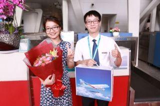 """长龙航空开展教师节""""四有""""乘机活动"""