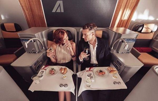 航空公司都开始拼颜值 不穿好看点你敢坐飞机?