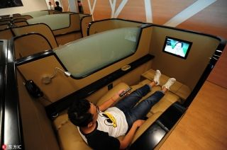 "A passenger rests in the ""take a nap"" area at the Hangzhou Xiaoshan International Airport, Hangzhou, Zhejiang province, on Sep. 20, 2016. [Photo/IC]"