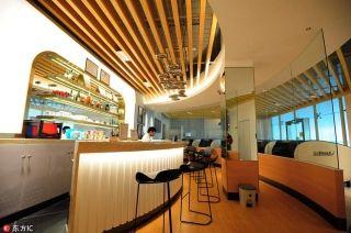 "Passengers can order coffee or meals near the ""take a nap"" area at the Hangzhou Xiaoshan International Airport, Hangzhou, Zhejiang province, on Sep. 20, 2016. [Photo/IC]"