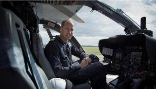 威廉王子担任空中急救队飞行员 工作照曝光