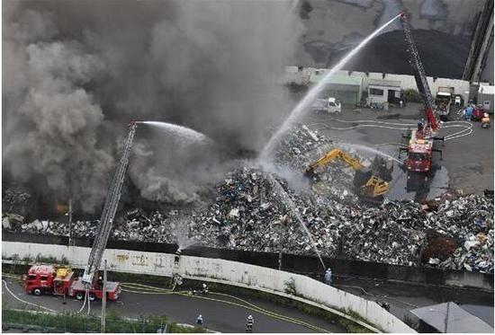 日本環球影城附近突發火災!直升機緊急救火