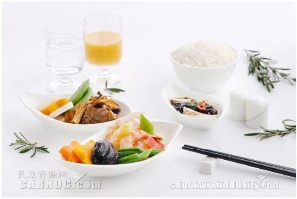 港龙航空携手东方君悦大酒店呈献全新空中餐膳
