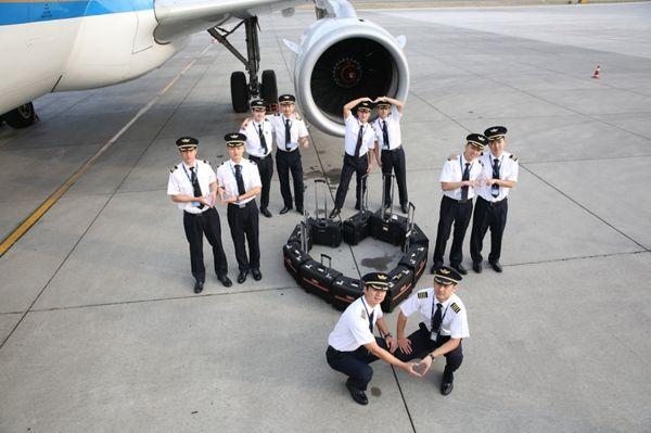 来自3000公里外飞行员兄弟的新婚祝福