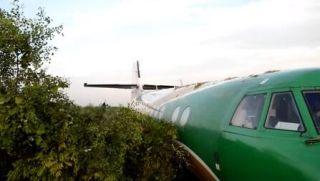 客机冲出跑道110米 轮胎被扯掉
