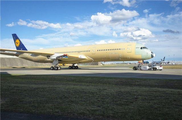 汉莎航空首架A350飞机亮相 预计今年底交付