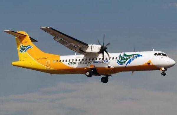 客机中断起飞后轮胎起火 紧急撤离中1人受伤