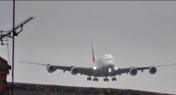 【視頻】強側風著陸 A380飛行員好牛!