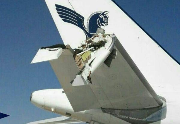 两客机推出时猛烈撞击 A310尾翼部分被折断