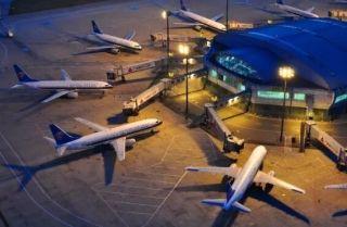 """左手一架机右手一架机,看机场""""仙人""""如何指路"""