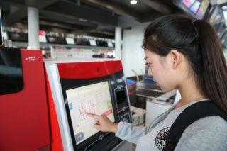 中航大研制自助行李托运系统在天津机场投用